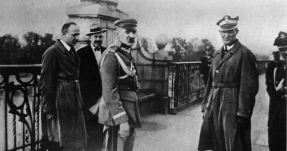 """92 lata temu, 12 maja 1926 roku, marszałek Józef Piłsudski na czele wiernych mu oddziałów podjął marsz na Warszawę, który przeszedł do historii jako """"przewrót majowy"""". Jego wynikiem było ustąpienie prezydenta i dymisja premiera. W wyniku trwających trzy dni walk zginęło 379 osób, wśród nich 164 cywilów."""