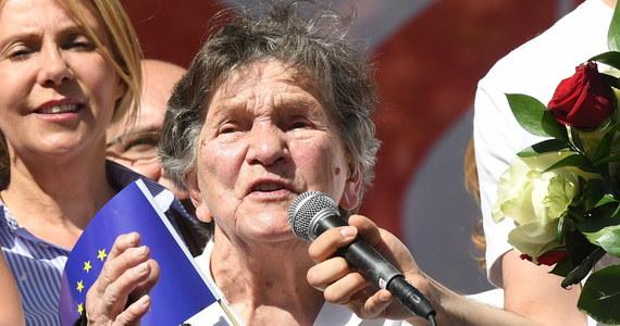 """Przyszłam tu prosić o to, abyście pamiętali, że najważniejszą sprawą jest to, by najsłabsi mieli pomoc - powiedziała na """"Marszu Wolności"""" uczestniczka Powstania Warszawskiego i wieloletnia nauczycielka szkoły specjalnej Wanda Traczyk-Stawska."""