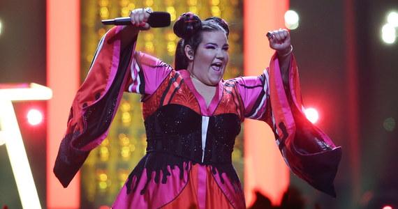 Reprezentująca Izrael Netta zwyciężyła w 63. Konkursie Piosenki Eurowizji. O zwycięstwo w Lizbonie walczyli wykonawcy reprezentujący 26. państw. W trakcie występu SuRie z Wielkiej Brytanii doszło do incydentu, gdy na scenę wtargnął jeden z widzów i wyrwał wokalistce mikrofon. Intruz został jednak szybko sprowadzony ze sceny.