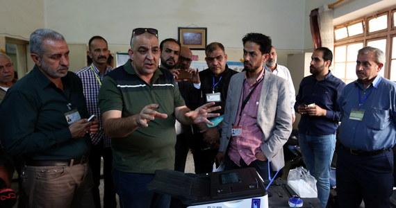 Iracka Niezależna Wysoka Komisja Wyborcza (IEHC) podała w niedzielę o północy czasu miejscowego wyniki wyborów w 10 z 18 prowincji, w których wybierano 199 spośród 329 deputowanych. Prowadzi ugrupowanie Sairun, przed koalicją al-Fatah i blokiem al-Nasr.