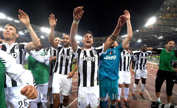 Juventus Turyn, z Wojciechem Szczęsnym w bramce, zremisował na wyjeździe z Romą 0:0 w 37. kolejce i wywalczył mistrzostwo Włoch. Wicelider Napoli pokonał na wyjeździe Sampdorię Genua 2:0 po efektownym golu Arkadiusza Milika. W tym meczu zagrało łącznie pięciu Polaków.
