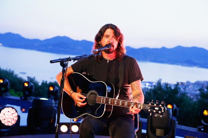 """W sobotę (12 maja) Dave Grohl wystąpił charytatywnie w San Francisco. Na scenie dołączyła do niego córka, która wykonała przy jego akompaniamencie utwór """"When We Were Young"""" Adele."""
