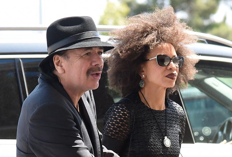 """""""CNN, FBI, CIA, Hollywood - oni wszyscy sprzedają ten sam towar: strach, strach, strach"""" - mówi w rozmowie z RMF FM legendarny gitarzysta Carlos Santana. Muzyk jest główną gwiazdą tegorocznej edycji Tauron Life Festival Oświęcim."""