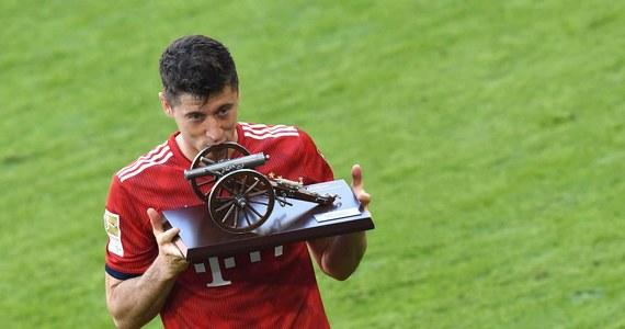 Robert Lewandowski wydaje się zdeterminowany, by po czterech sezonach opuścić Bayern Monachium i poszukać wyzwania w innym topowym klubie, z którym wreszcie sięgnie po triumf w Lidze Mistrzów. Zapewne w tej sprawie doszło do sekretnego spotkania napastnika z jego menedżerem Pinim Zahavim.