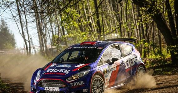 Łącznie 41 załóg zgłosiło się do tegorocznej edycji Rajdu Dolnośląskiego. Co najważniejsze wśród nich jest aż osiem duetów kierowca/pilot dysponujących najszybszymi samochodami klasy R5. Jednym z nich są Tomasz Kasperczyk i Damian Syty. Do niełatwej walki o punkty w zaplanowanych na ten weekend zawodach (19-20 maja), rajdowi wicemistrzowie Polski ruszą Fordem Fiestą R5. Samochód w barwach Tiger Energy Drink Rally Team będzie pokonywał kręte trasy w Kotlinie Kłodzkiej z czwartym numerem startowym.