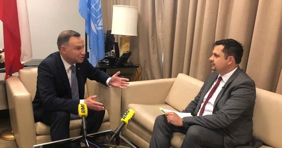 """""""Prawo międzynarodowe powinno być przestrzegane. Jestem przekonany, że w tej sprawie dochodzi do naruszenia prawa, jeżeli chodzi o wyjaśnianie tragedii smoleńskiej. Poruszam tę sprawę na forum Rady Bezpieczeństwa Organizacji Narodów Zjednoczonych, żeby uzmysłowić reprezentantom i przywódcom państw, że to realny problem w relacjach pomiędzy Polską a Rosją"""" – powiedział w wywiadzie dla RMF FM prezydent Andrzej Duda."""