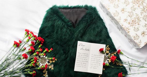 Polscy aktywiści walczący o prawa zwierząt postanowili obdarować Meghan Markle oryginalnym i symbolicznym prezentem. Do Londynu dotarła już z Podhala szmaragdowa etola ze sztucznego futra.