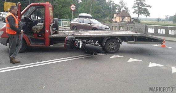 1 osoba została ranna w zderzeniu lawety i motocykla w Niemodlinie na Opolszczyźnie. Zdjęcia z miejsca wypadku dostaliśmy na Gorącą Linię RMF FM.
