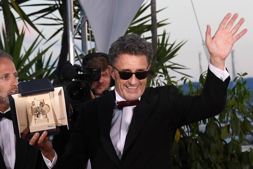 """Dramat familijny """"Manbiki Kazoku"""" (""""Złodziejaszki"""") japońskiego reżysera Hirokazu Koreedy otrzymał w sobotę Złotą Palmę 71. Międzynarodowego Festiwalu Filmowego w Cannes. Nagrodę za najlepszą reżyserię przyznano Pawłowi Pawlikowskiemu za film """"Zimna wojna""""."""