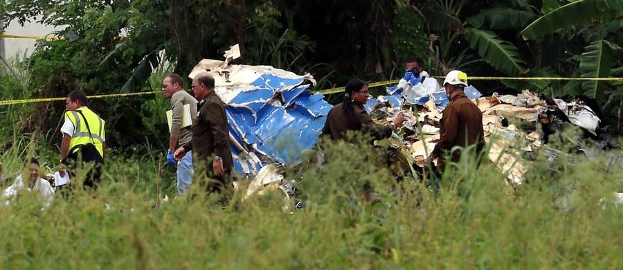 Śledczy badający piątkową katastrofę lotniczą w Hawanie, w której zginęło 110 osób, znaleźli jedną z dwóch czarnych skrzynek rozbitego Boeinga - poinformował kubański minister transportu Adel Yzquierdo. Trwają poszukiwania drugiego rejestratora.