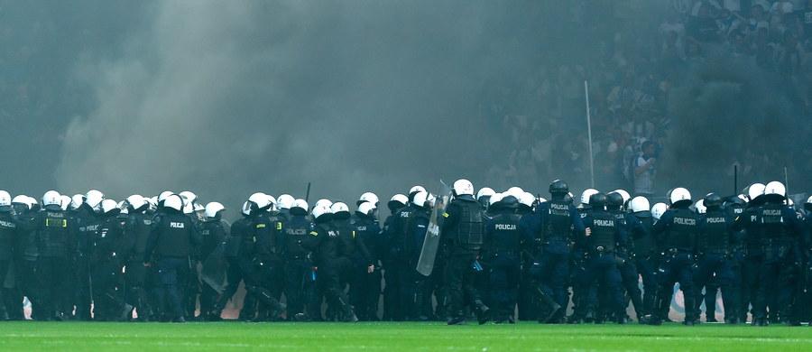 Wojewoda wielkopolski zdecydował, że stadion Lecha Poznań  został zamknięty dla publiczności na osiem meczów. To efekt burd, do jakich doszło podczas niedzielnego pojedynku z Legią Warszawa, który z powodu zachowania kibiców został przerwany.