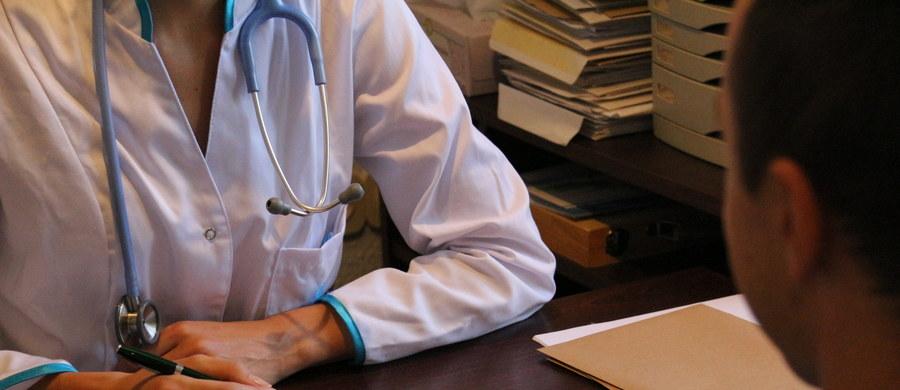 Rzecznik Praw Pacjenta i prezes Naczelnej Izby Lekarskiej zwrócili się do rektorów wyższych uczelni medycznych z propozycją zwiększenia liczby zajęć, podczas których studenci będą się uczyli, jak rozmawiać z pacjentami.