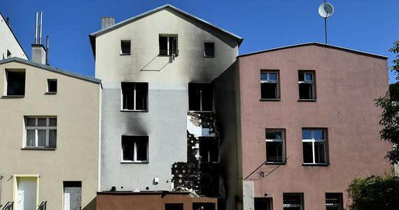 Dwie osoby nie żyją, a 9 zostało poszkodowanych w nocnym pożarze kamienicy w Tczewie w Pomorskiem. Ogień został już ugaszony.