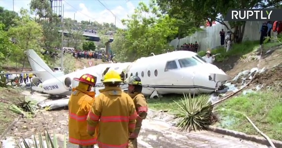 Na lotnisku Tegucigalpa w Hondurasie rozbił się prywatny odrzutowiec, który wystartował z Austin w Teksasie. Samolot rozbił się na końcu pasa startowego, a po uderzeniu w ziemię rozpadł się na dwie części. Wszyscy pasażerowie przeżyli, odnieśli jednak obrażenia.