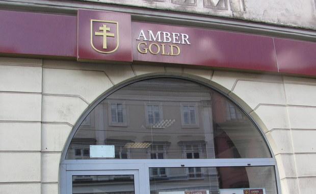 B. funkcjonariuszka wydziału do walki z przestępczością gospodarczą KWP w Gdańsku oraz b. urzędniczka Urzędu Lotnictwa Cywilnego usłyszały zarzuty popełnienia tzw. przestępstw urzędniczych w związku z działaniami dot. spółki Amber Gold - poinformowała Prokuratura Krajowa.