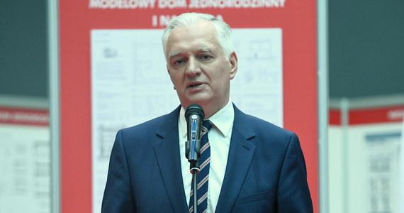 To, co dało się zrealizować z oczekiwań protestujących osób niepełnosprawnych i ich opiekunów - zrealizowaliśmy; na spełnienie kolejnych oczekiwań w tegorocznym budżecie nie ma środków - podkreślił wicepremier Jarosław Gowin.