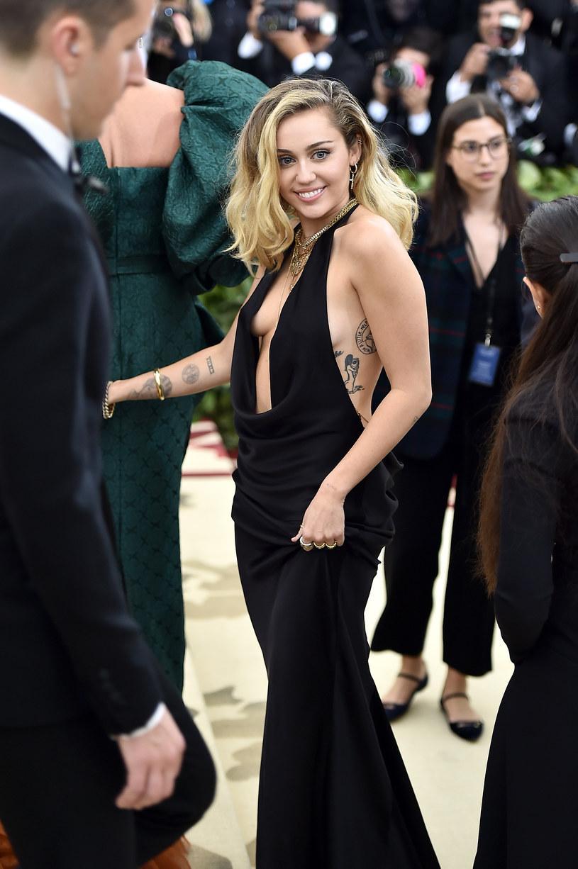 W sieci pojawiło się nagranie, na którym Miley Cyrus pracuje z Markiem Ronsonem w studiu.