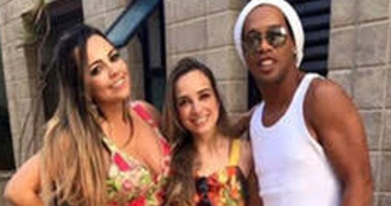 O 38-letnim brazylijskim piłkarzu znowu jest głośno. Legenda piłki nożnej żeni się. I nie byłoby w tym nic sensacyjnego gdyby nie fakt, że Ronaldinho chce poślubić dwie kobiety jednocześnie.
