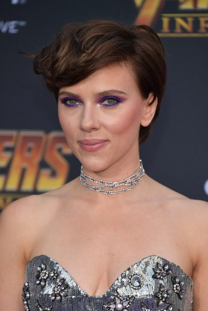 Z jednej strony reprezentantka ruchu Times Up, z drugiej - przyjaciółka oskarżonego o molestowanie reżysera. Scarlett Johansson została kilka dni temu przyłapana na kolacji z Allenem w jednej z nowojorskich restauracji. Internauci są oburzeni, nazywając aktorkę hipokrytką.