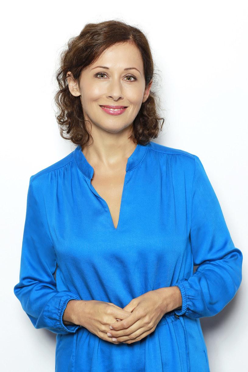 """To serial o kobiecej sile i trudnych wyborach – tak o """"Leśniczówce"""" mówi Jolanta Fraszyńska, która gra w produkcji główną rolę. Aktorka wraca także wspomnieniami do lat swojego dzieciństwa. Czego żałuje z perspektywy czasu? I dlaczego uważa, że to mężczyźni są tą słabszą płcią?"""