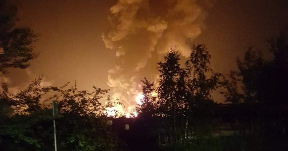 Pożar na terenie byłej fabryki Boruta w Zgierzu (woj. łódzkie). Zdjęcia z miejsca zdarzenia dostaliśmy na Gorącą Linię RMF FM.