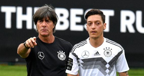 Selekcjoner piłkarskiej reprezentacji Niemiec Joachim Loew jest według angielskich mediów najlepiej opłacanym trenerem spośród tych, którzy poprowadzą zespoły w mistrzostwach świata w Rosji. Jego roczne zarobki mają wynosić 3,31 mln funtów.
