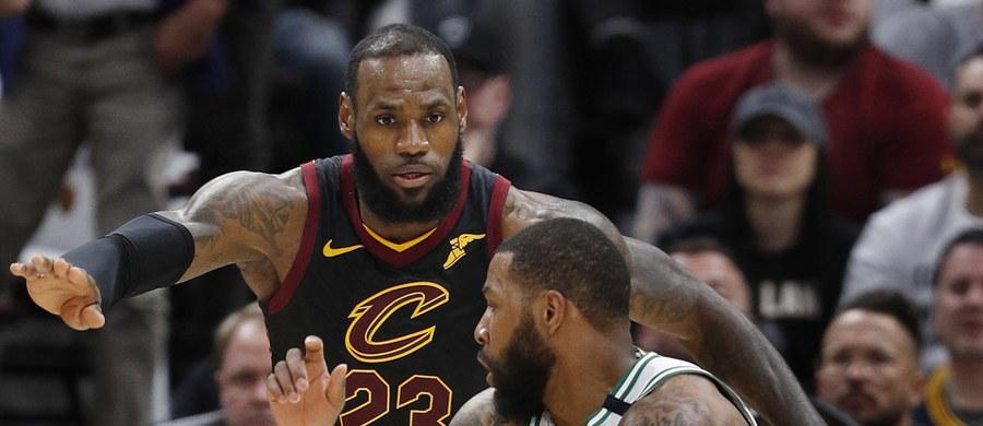 Koszykarze Cleveland Cavaliers pokonali we własnej hali Boston Celtics 109:99 i w rywalizacji do czterech zwycięstw w finale Konferencji Wschodniej ligi NBA doprowadzili do remisu 3-3. Ostatni, decydujący mecz odbędzie się w niedzielę w Bostonie.
