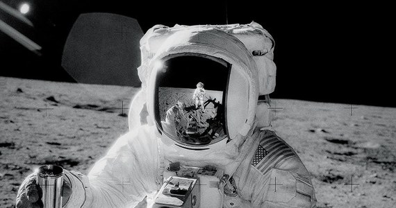 """Astronauta Alan Bean - czwarty człowiek, który postawił stopę na Księżycu - zmarł w Houston w wieku 86 lat """"po krótkiej chorobie. Poinformowała o tym amerykańska agencja kosmiczna NASA."""