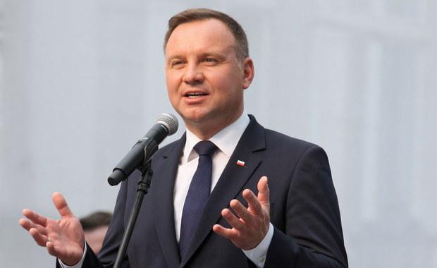 """""""Decyzja o zaprzestaniu protestu w Sejmie jest decyzją dobrą i odpowiedzialną"""" – ocenił w rozmowie z PAP prezydent Andrzej Duda. Jak podkreslił, """"w tej sytuacji nie ma ani zwycięzców, ani pokonanych""""."""