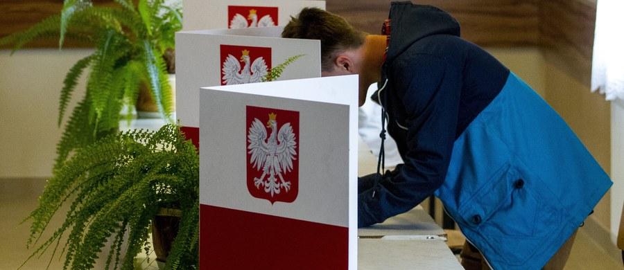 W poniedziałek Państwowa Komisja Wyborcza w specjalnym oświadczeniu potwierdziła wcześniejsze doniesienia RMF FM.  Nie będzie kamer w lokalach wyborczych podczas wyborów samorządowych. PKW przyznała, że przepisy nowego kodeksu wyborczego są sprzeczne z RODO, czyli unijnym rozporządzeniem dotyczącym ochrony danych osobowych. Nowe przepisy obowiązują od piątku.