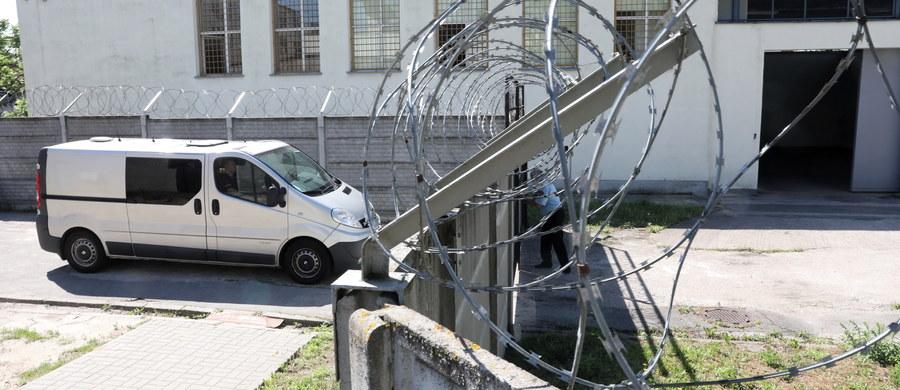 Rozpoczął się proces Kajetana P. oskarżonego o brutalne zabójstwo Katarzyny J., tłumaczki j. włoskiego. Sąd odczytał akt oskarżenia w tej sprawie. Uwzględnił także wniosek o wyłączenie jawności. W trakcie rozprawy zastosowano nadzwyczajne środki ostrożności.