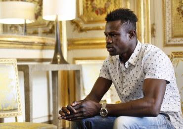"""Spiderman"" z Mali dostał medal za odwagę. Prezydent Francji obiecał mu obywatelstwo"