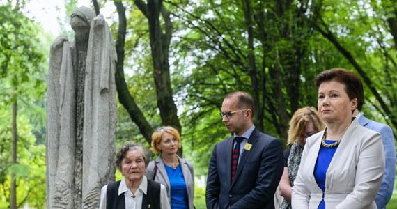 Mam 7 tys. urzędników i czasem zdarzy się, że są wśród nich osoby nieuczciwe; ale to się okaże, kiedy zostanie postawiony zarzut – powiedziała prezydent Warszawy Hanna Gronkiewicz-Waltz, odnosząc się do zatrzymania przez CBA urzędnika ZTM w Warszawie.