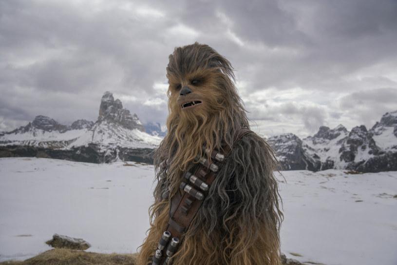 """Film """"Han Solo: Gwiezdne wojny - historie"""" zanotował rozczarowujący wynik otwarcia, zarabiając na całym świecie 148 milionów dolarów. To o połowę mniej niż przewidywali producenci obrazu."""