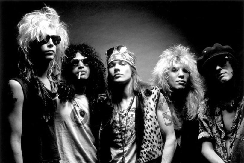 """Poniżej możecie zobaczyć teledysk """"It's So Easy"""" grupy Guns N' Roses. Klip czekał na swoją premierę prawie 20 lat."""