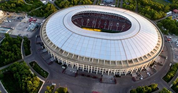 Od 14 czerwca do 15 lipca 2018 roku w Rosji rozegrane zostaną XXI piłkarskie mistrzostwa świata. Weźmie w nich udział reprezentacja Polski, wylosowana do grupy H. Rywalami Polaków, w kolejności chronologicznej, będą drużyny narodowe Senegalu, Kolumbii i Japonii. Oto terminarz mundialu w Rosji - dzień po dniu!