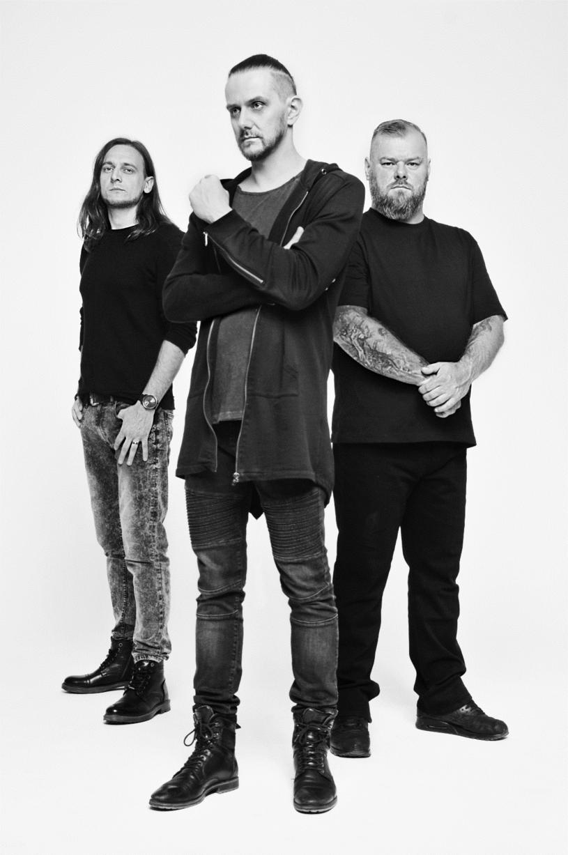 """Pod koniec września ukaże się się siódmy album warszawskiej grupy Riverside. """"Wasteland"""" będzie pierwszy materiałem nagranym po śmierci gitarzysty Piotra Grudzińskiego."""