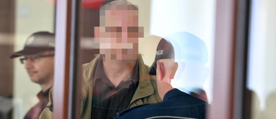 Na dożywocie skazał Sąd Okręgowy w Kielcach 51-letniego kielczanina, Marka S., oskarżonego o zabójstwo w 2015 r. małżeństwa w mieszkaniu na osiedlu KSM. Motywem zbrodni był dług. Mężczyzna miał upozorować samobójstwo pary. Marek S. ma też zapłacić bliskim ofiar 200 tys. zł tytułem zadośćuczynienia.