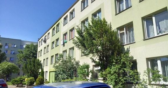 Sekcja zwłok 13-miesięcznej dziewczynki, której ciało policja znalazła w jednym z mieszkań w Krośnie (Podkarpackie), nie ustaliła przyczyny śmierci dziecka. Konieczne będą dalsze badania.
