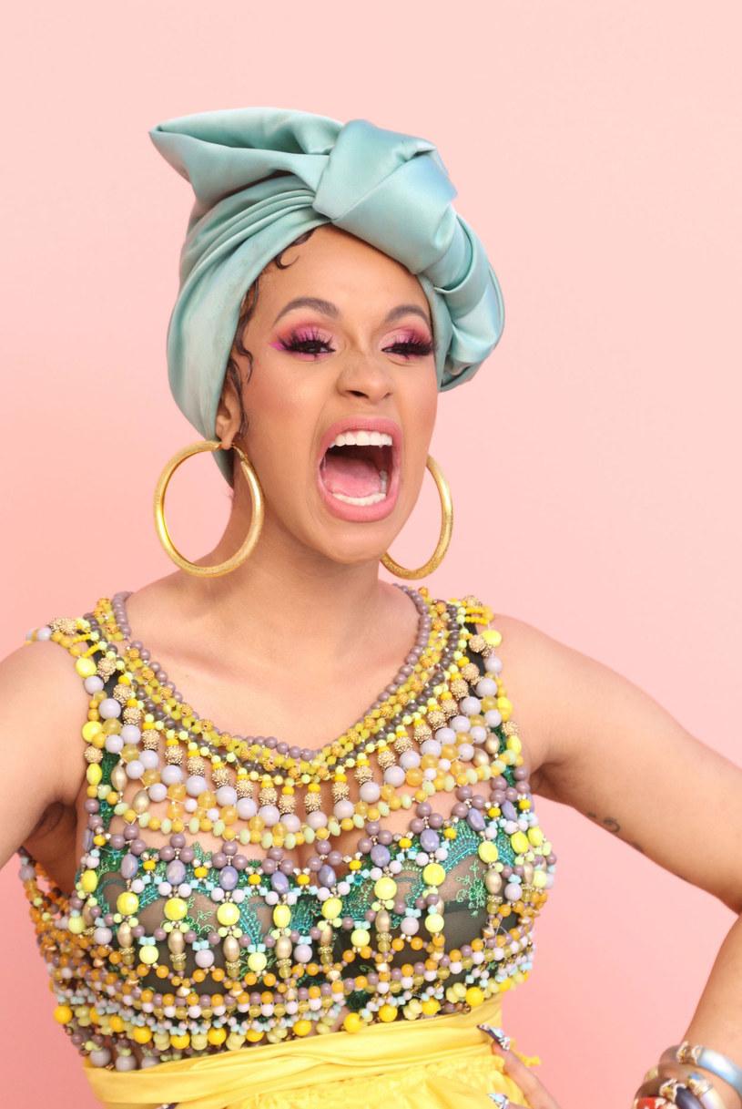 """""""I Like It"""" to kolejny singel Cardi B, który doczekał się teledysku. W ciągu doby klip został odtworzony ponad 9,1 miliona razy, a w ciągu trzech dni zdobył ponad 25 milionów wyświetleń."""