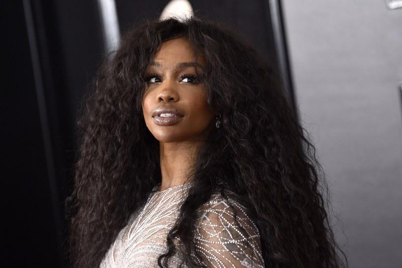 Wschodząca gwiazda R&B podzieliła się smutnymi wieściami z fanami. Wokalistka zdradziła, że z powodu opuchniętych strun głosowych musi odwołać swoje występy.