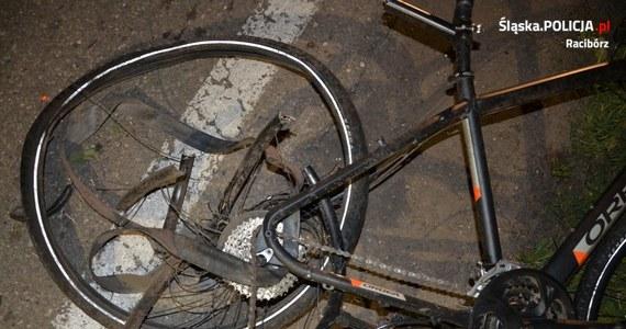 Kierowca podejrzany o nieumyślne spowodowanie tragicznego wypadku w okolicy Raciborza, nie przyznał się do winy. Uważa, że nie naruszył zasad bezpieczeństwa w ruchu lądowym. W środę wieczorem prowadzone przez niego renault potrąciło grupę rowerzystów. Dwóch z nich zginęło.