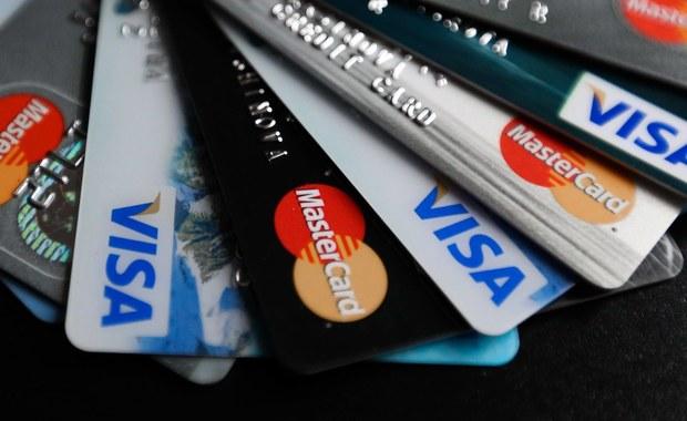 Koniec gigantycznej awarii Visą. Wczoraj w całej Europie klienci mieli problemy z płatnościami kartą i wypłacaniem pieniędzy z bankomatów. Jak informuje biuro prasowe, awaria została już usunięta.