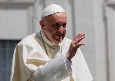 Papież do młodych: Gestem Jana Pawła II ucałujcie w moim imieniu polską ziemię