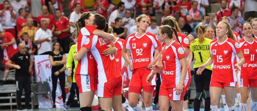 Reprezentacja Polski piłkarek ręcznych awansowała do turnieju finałowego mistrzostw Europy, które odbędą się w dniach 29 listopada - 16 grudnia 2018 roku we Francji. W meczu ostatniej kolejki grupy 2 eliminacji pokonały w Koszalinie Słowację 26:21 (12:7).