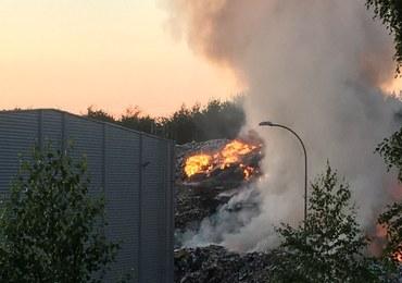 Pożar wysypiska śmieci na Podlasiu. 20 zastępów straży pożarnej w akcji