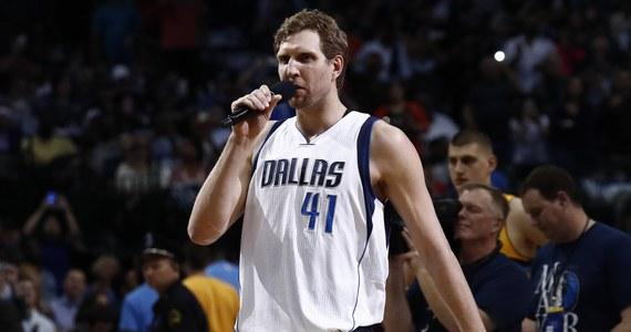 Niemiecki koszykarz Dirk Nowitzki, który od 20 lat występuje w lidze NBA w Dallas Mavericks. powiedział, że chce po zakończeniu kariery zostać w tym mieście i dlatego rozpoczął starania o kartę stałego pobytu w USA.