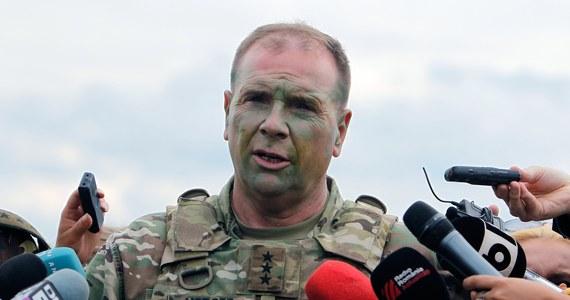 """Rozlokowanie stałej bazy USA w Polsce naruszyłoby jedność w NATO i spowodowało niepotrzebny wzrost napięcia z Rosją - pisze w brukselskim """"Politico"""" były dowódca amerykańskich wojsk lądowych w Europie Ben Hodges."""