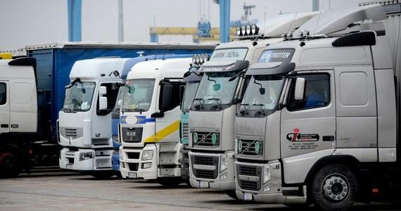 Komisja transportu PE opowiedziała się za tym, aby przewoźnicy drogowi w transporcie międzynarodowym nie byli objęci dyrektywą o pracownikach delegowanych. Decyzja jednak nie przesądza o ostatecznym kształcie przepisów.