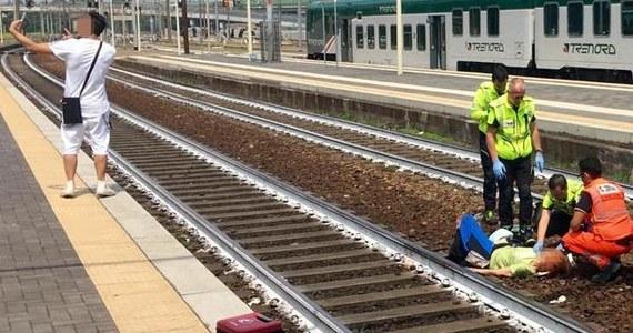 Włosi są zszokowani sytuacją, do jakiej doszło w mieście Piacenza na północy kraju. W czasie gdy ratownicy udzielali pomocy potrąconej przez pociąg turystce z Kanady, stojący na peronie młody mężczyzna robił selfie.